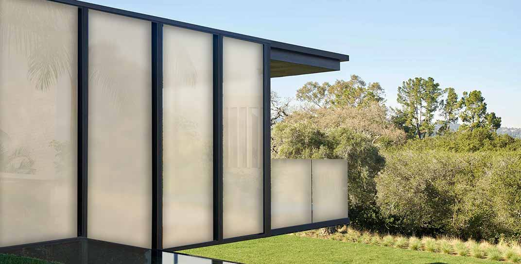 how does smart glass windows work